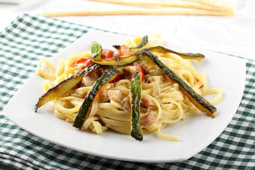 Receta de espaguetis con verduras y nata