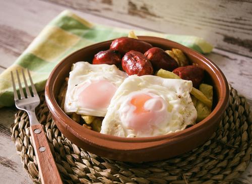 Receta de huevos estrellados con chorizo