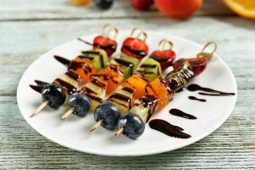 Receta de brochetas de frutas con chocolate